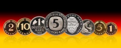 Moedas grupo do marco alemão de Alemanha, pfennig, inclinação do fundo fotografia de stock royalty free