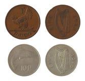 Moedas irlandesas velhas isoladas no branco Fotografia de Stock Royalty Free