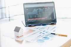 Moedas modelo de And Stack Of da casa na mesa Imagem de Stock