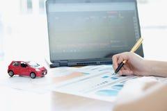 Moedas modelo de And Stack Of do carro na mesa Fotos de Stock Royalty Free