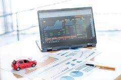 Moedas modelo de And Stack Of do carro na mesa Fotografia de Stock
