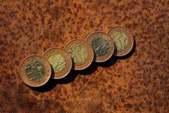 Moedas no aço oxidado Fotografia de Stock Royalty Free