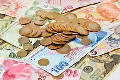 Moedas no fundo do dinheiro Fotografia de Stock