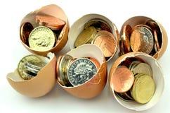 Moedas nos ovos Fotografia de Stock Royalty Free
