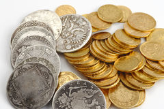Moedas velhas do ouro e da prata Imagens de Stock Royalty Free