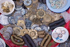 Moedas velhas para a venda no quarto velho de Hanoi Fotos de Stock Royalty Free