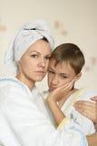 Moeder aan zorg Stock Foto