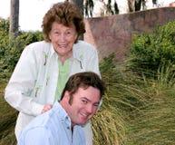 Moeder & Volwassen Zoon royalty-vrije stock foto's