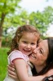 Moeder die gelukkige tijd met haar doorbrengt Royalty-vrije Stock Afbeelding