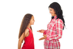Moeder die gesprek met dochter heeft Stock Afbeeldingen
