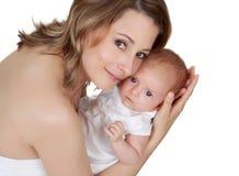 Moeder die haar baby houdt Royalty-vrije Stock Afbeeldingen