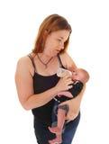 Moeder die haar drie weken oude baby voeden Royalty-vrije Stock Afbeeldingen
