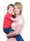 Moeder die haar houdt weinig dochter Royalty-vrije Stock Afbeelding