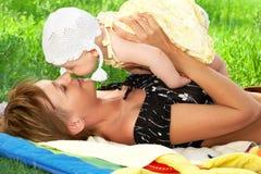Moeder en baby. stock foto's