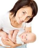 Moeder en Baby, het Pasgeboren Jonge geitje van de Mammaholding op Handen, Vrouw met Zuigelingskind royalty-vrije stock afbeeldingen
