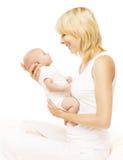 Moeder en Baby Pasgeboren Familieportret, Nieuwe Ouder - geboren Jong geitje Royalty-vrije Stock Afbeeldingen