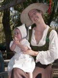 Moeder en Baby in renaissancekleren Stock Foto's