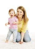 Moeder en Babydochter Weinig Wit Portret van de Jong geitjefamilie, royalty-vrije stock foto's