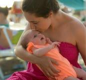 Moeder en babymeisje royalty-vrije stock afbeelding