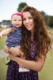 Moeder en babymeisje stock afbeeldingen