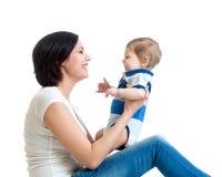 Moeder en babyspel stock afbeeldingen
