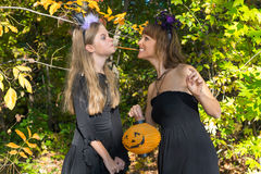 Moeder en dochter in de stijl van Halloween Stock Afbeelding