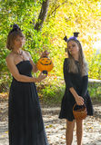 Moeder en dochter in de stijl van Halloween Royalty-vrije Stock Foto's
