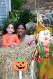 Moeder en Dochter in Halloween Stock Foto's