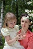 Moeder en dochter in openlucht Royalty-vrije Stock Fotografie