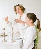 Moeder en dochter sabat candels Royalty-vrije Stock Afbeelding