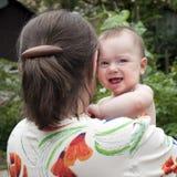 Moeder en gelukkige baby stock afbeelding