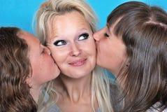 Moeder en haar jonge dochters Stock Foto's