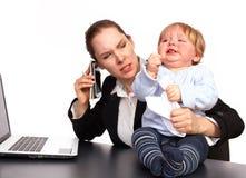 Moeder en kind bij beeld 4 van de het werkreeks Stock Foto's
