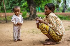 Moeder en kind in Cambodjaans dorp Royalty-vrije Stock Foto's