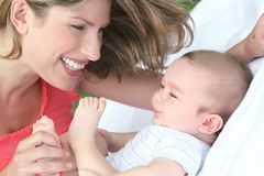 Moeder en Kind (de Jongen van de Baby) Stock Foto's