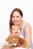 Moeder en kind die samen lachen Stock Fotografie