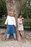 Moeder en kind in park Royalty-vrije Stock Foto's