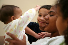 Moeder en Kinderen stock afbeelding