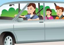 Moeder en kinderen in auto Stock Afbeelding