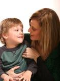 Moeder en Kleine Jongen Stock Afbeeldingen