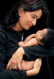 Moeder en Pasgeboren Baby Stock Afbeeldingen