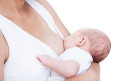 Moeder en pasgeboren babylactatie Stock Afbeeldingen