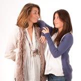 Moeder en tienerdochtermededeling Stock Foto's