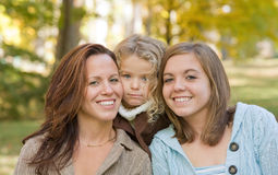 Moeder en Twee Dochters Royalty-vrije Stock Foto's