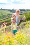 Moeder en twee dochters royalty-vrije stock afbeelding
