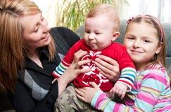 Moeder en twee kinderen Stock Fotografie