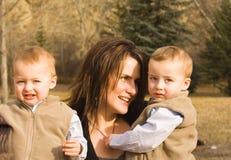 Moeder en tweelingen Royalty-vrije Stock Afbeelding