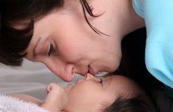 Moeder en weinig dochter Royalty-vrije Stock Afbeelding