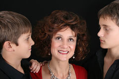 Moeder en zonen stock foto