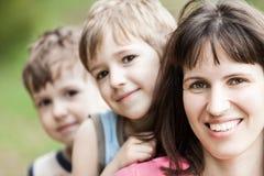 Moeder en zonen Stock Foto's